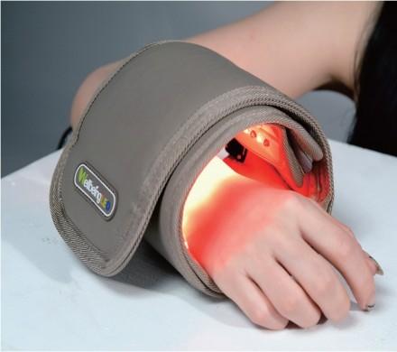 단국대 의학레이저연구센터와 지엘디테크가 손목, 무릎의 통증을 완화시키는 용도로 개발한 개인용 LED 치료기. - 지엘디테크 제공